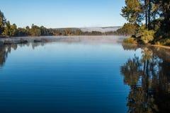 туманные отражения утра Стоковые Фотографии RF