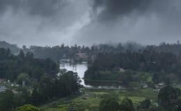 Туманный вид с воздуха озера Kodaikanal Стоковое фото RF