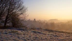 Туманный восход солнца на откалывать Campden, Cotswolds, Gloucestershire, Англию стоковые фотографии rf
