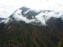 Туманный горный пик стоковые изображения rf