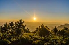 Туманный заход солнца стоковое фото rf