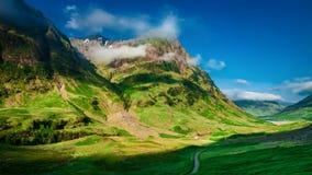 Туманный рассвет над горами Glencoe в Шотландии акции видеоматериалы
