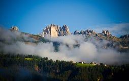 Туман в горах доломитов, Италия Стоковые Фото