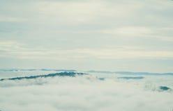 Туман моря на утрах зимы на moutain, Таиланде Стоковое фото RF