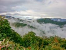 Туман на горах голубого Риджа Северной Каролине Стоковое Изображение RF