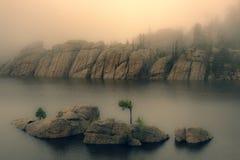 Туман на озере Sylvan, Южной Дакоте стоковое изображение rf
