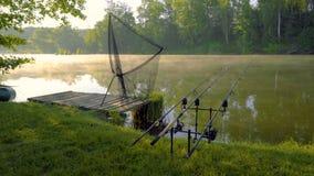 Туман на пруде для рыбалки видеоматериал