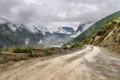 Туман дождя пропуска гор дороги Стоковые Фото