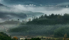 Туман осени горы стоковая фотография