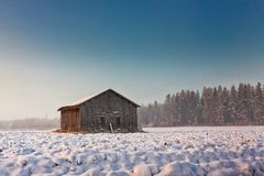 Туман утра и старый дом амбара Стоковое Фото