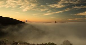 Туман утра моста золотого строба акции видеоматериалы