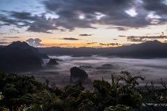 Туман утра над землей Стоковое фото RF