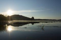 Туман утра над озером Стоковое Фото