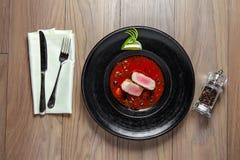 Тунец в томатном соусе Стоковые Изображения