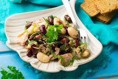 Тунец, морская водоросль, и смешанный салат бобов Стоковое фото RF