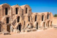 Тунис Medenine по мере того как в прошлом укреплено зернохранилища ghorfas части внутри ksar обнаруженного местонахождение medeni Стоковое Изображение RF