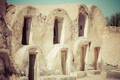 Тунис Medenine по мере того как в прошлом укреплено зернохранилища ghorfas части внутри ksar обнаруженного местонахождение medeni Стоковые Фото
