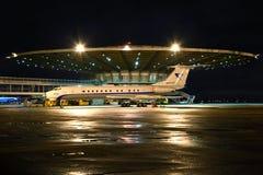 Туполев Tu-134 стоя на международном аэропорте Sheremetyevo Стоковое Изображение