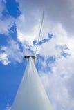 Турбина энергии ветра производя электричество Сила Eco Стоковое Изображение