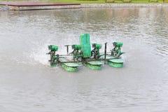 Турбины воды гидравлические позволяют отработанной воде в чистую воду Wate стоковое фото