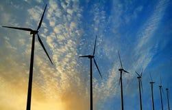 Турбины генератора ветра на заходе солнца Стоковые Изображения