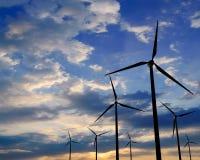 Турбины генератора ветра на заходе солнца Стоковое Изображение RF