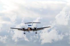 Турбовинтовой самолет посадки Стоковое Фото
