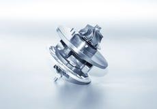 Турбонагнетатель на металлической предпосылке Турбина автомобиля - часть engin Стоковая Фотография