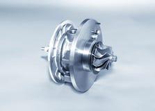 Турбонагнетатель на металлической предпосылке Турбина автомобиля - часть engin стоковые фото