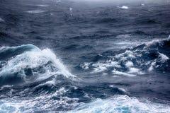 Турбулентные волны Тихого океана Стоковая Фотография