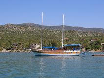 Турецкая деревянная яхта состыкованная на порте Finike Стоковые Фото