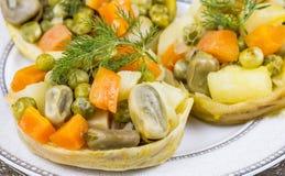 Турецкая еда; артишок с оливковым маслом стоковая фотография