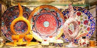 Турецкая керамика в грандиозном базаре, Стамбуле, Турции Стоковая Фотография RF