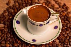 Турецкая кофейная чашка и семена Стоковые Фотографии RF