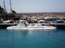 Турецкая подводная лодка удовольствия в порте Антальи стоковое изображение rf