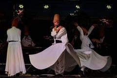 Турецкие завихряясь танцоры или танцоры Sufi завихряясь на Spirito Стоковое Изображение