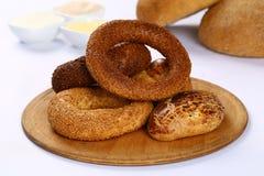 Турецкие simit и pogaca печенья стоковая фотография