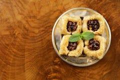 Турецкий арабский десерт - бахлава с медом и грецким орехом, фисташками Стоковое Изображение RF