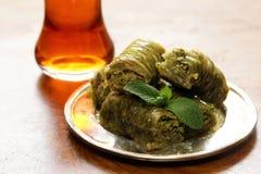 Турецкий арабский десерт - бахлава с медом и грецким орехом, фисташками Стоковые Изображения RF