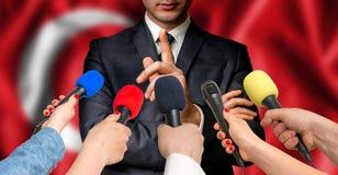 Турецкий выбранный говорит к репортерам - концепции публицистики стоковая фотография