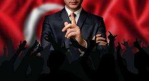 Турецкий выбранный говорит к толпе людей стоковое изображение rf