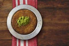 Турецкий десерт над древесиной Стоковая Фотография RF
