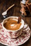 Турецкий Salep или Sahlep с ручками циннамона/Eggnog рождества Стоковые Фото