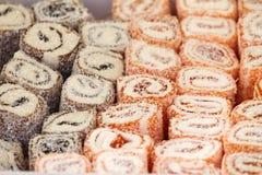 Турецкое наслаждение Lokum Сладостные конфеты с гайками турецкое наслаждение для десерта Cezerye или lokum Турецкие конфеты и пом Стоковые Фото
