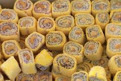 Турецкое наслаждение Lokum Сладостные конфеты с гайками Стоковое Фото