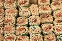 Турецкое наслаждение Lokum Сладостные конфеты с гайками Стоковое фото RF