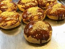 Турецкое печенье Pogaca готовое для служения Традиционная еда пекарни стоковое фото rf