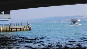 Турецкое плавание в море, sightseeing отключения сосуда пара местным общественным транспортом сток-видео