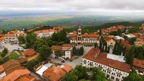 Туризм в Georgia, вид с воздуха красивых городка Sighnaghi и долины Alazani видеоматериал