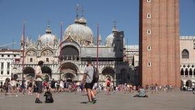 Туризм на дворце или соборе Стоковое Изображение